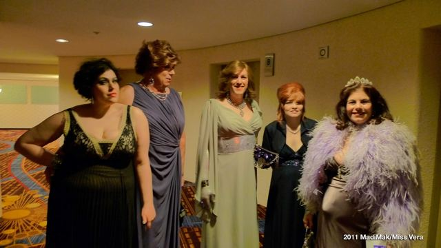 Waiting for our elevator: my assistant Miss Magicka, Mary, Karlie, Samantha and moi.